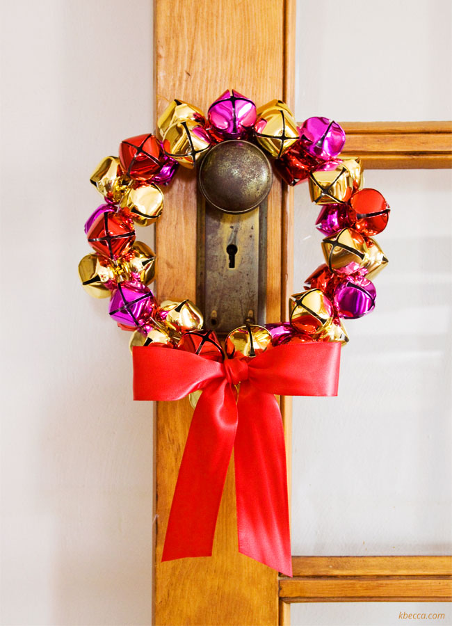 Video : How to Make a Jingle Bell Wreath